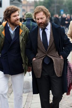 Matt look-a-likes…. Jorge and Carlos, Florence « The Sartorialist The Sartorialist, Old Man Fashion, Winter Fashion, Mens Fashion, Gentleman Mode, Gentleman Style, Business Casual Men, Men Casual, Smart Casual