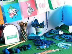 CAJA TEMÁTICA CANTANTES - Todo lo que necesitas para la decoración de tu fiesta infantil o cumpleaños temático: guirnaldas, globos, caretas, medallas, vasos personalizados, pajitas, manteles, … y mucho más. ¡¡Celebra tu cumpleaños infantil personalizado más original y divertido!! $40.80