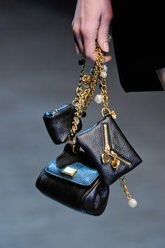 Dolce & Gabbana Fall 2012 Ready-to-Wear Accessories Photos - Vogue Dolce & Gabbana, Mini Handbags, Purses And Handbags, Coin Purses, Beautiful Bags, Mannequins, My Bags, Evening Bags, Mini Bag