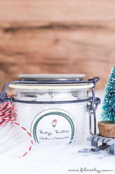 DIY Geschenkidee zu Weihnachten: Body Butter selber machen aus 3 einfachen Zutaten mit weihnachtlichem Apfel-Zimt-Duft. So einfach geht's! (inkl. Printable)
