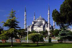 Die Türkei ist ein Land, das geografisch vor allem in Asien befindet, aber mit einem kleinen Teil in Europa. Die Türkei ist sehr vielseitig und hat Zugriff auf das Mittelmeer und das Schwarze Meer.