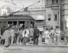 OLD PHOTOS of JAPAN: 市街電車の乗客 1934年の東京