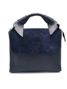 Gyönyörű olasz bőr kézi táska. Belseje egy tágas részből áll, zsebbel és rekeszekkel. Állítható vállpánt jár hozzá. Gym Bag, Bags, Handbags, Bag, Totes, Hand Bags