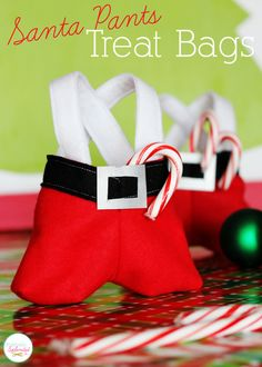 Santa Pants Treat Bags - Perfect for holding gift cards or other holiday goodies! #fabulouslyfestive