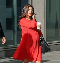 Kourtney Kardashian Maternity Clothes!