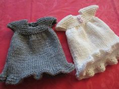 Free knitting pattern of doll's dress - There is an English translation towards the bottom.