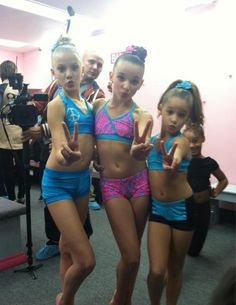 Paige, Kendall, and Kenzie! Haha Nia in the background!