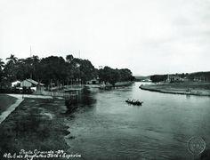 1915 - Rio Tietê e o Clube Esperia. Foto tirada a partir da Ponte Grande, posteriormente desmontada. Essa ponte ficaria próxima a futura Ponte das Bandeiras.