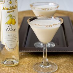 Pear Almond Crisp Martini made with pear liqueur and vanilla sooo easy to make...