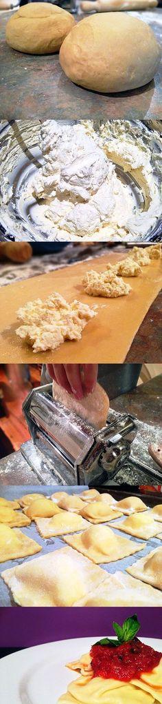 Mass of ravioli stuffed with ricotta cheese and served with tomato sauce. Masa de raviolis, rellenos de requeson y acompañados con salsa de tomate. Subido de Pinterest. http://www.isladelecturas.es/index.php/noticias/libros/835-las-aventuras-de-indiana-juana-de-jaime-fuster A la venta en AMAZON. Feliz lectura.