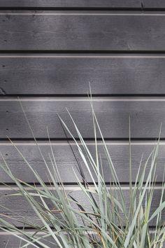 Vain parasta puutalosi pintaan! #tikkurila #maalaustalkoot #vinha #valtti #ultra #kesä #ulkomaalaus #piha #mökki #koti #talo Joinery, Cladding, Paint Ideas, Exterior, Architecture, Wood, Plants, Summer, House