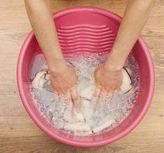 Tvätta och stryka – 18 smarta husmorstips som håller än idag