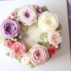 Done by student #버터플라워케이크#버터플라워#버터크림플라워#케이크#버터플라워케익#플라워 #꽂#꽃스타그램#선물#이벤트케이크 #장미#프로포즈#플라워케이크#buttercreamflower#flowers#cake#cakedesign#specialcake#bakery#birthdaycake#anniversary#party#weddingcake#buttercake #butterflower #butterflowercake#koreaflowercake#koreacake#koreabuttercream#eventcake