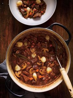 Beef bourguignon (the best) Slow Cooker Hamburger Recipes, Slow Cooker Freezer Meals, Beef Recipes, Crockpot, Beef Bourguignon, Fun Easy Recipes, Comfort Food, The Best, Keto