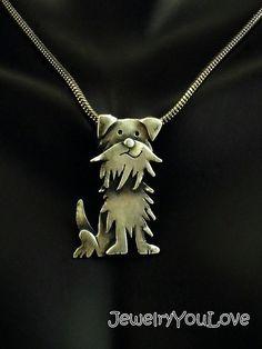 Punkin el perro (mezcla de raza) Este collar Hecho a la orden está conformada en.925 plata esterlina. El collar ha sido oxidado para los detalles. Mano fabricado este collar de diseño, corte, soldadura, hasta terminar. Como joyas de la naturaleza de la mano, no hay dos piezas son exactamente iguales. El producto que recibe podría ser ligeramente diferente entonces lo que se ve en la foto. Si te gusta la joyería única o usted es un amante de los animales, te encantará este collar. De…
