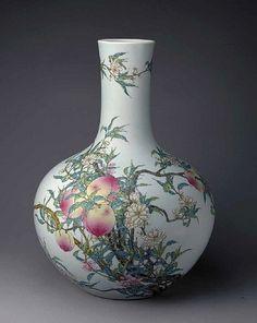 Qing Dynasty Vase 5034893412_0f6a38905b.jpg (398×500)