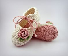 Organic Crochet Baby Booties, Pink and Cream Baby Ballet Shoes by Maria del Socorro pinzon Crochet Baby Sandals, Knit Baby Booties, Booties Crochet, Baby Girl Crochet, Crochet Baby Clothes, Crochet Shoes, Crochet For Kids, Baby Ballet Shoes, Baby Girl Shoes