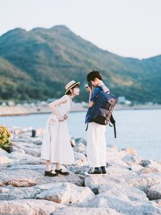 Couple Photography Poses, Film Photography, Street Photography, Friend Photography, Maternity Photography, Korean Couple Photoshoot, Couple Shoot, Pre Wedding Poses, Pre Wedding Photoshoot