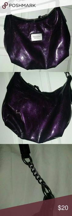 Simply Vera wang purse Cute purse, purple vinyl Vera Wang Bags Shoulder Bags