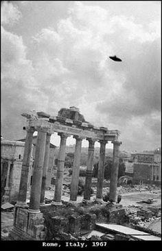 1967 - Roma, Itália. Wright tirou esta foto em Roma em 18 de julho às 10:00 horas.