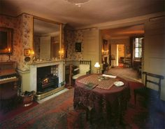 Carlyle's House, Chelsea, London - totally beautiful Victorian town house lived in by author Thomas Carlyle in the 1800s. This place is a must-see if you're in London!