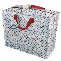 Unjumbo sac Petites Fleurspour ranger ses couettes, vêtements d'été ou d'hiver au changement de saison ou encore des affaires de camping ! Ce sac grand format pratique, il est est également éco-responsable en étant composé de bouteilles de plastiquerecyclées. D : 55 x 28 x 48 cm. Hauteur des anses: 13 cm. Fermeture zippée. 7,90 € http://www.lafolleadresse.com/bagagerie/2226-jumbo-sac-petites-fleurs.html