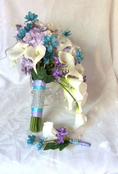 Image from http://www.artfire.com/uploads/product/9/259/42259/8842259/8842259/large/cascading_calla_lily_bridal_bouquet_with_purple_lavender_turquoise__c27ff5cb.jpg.