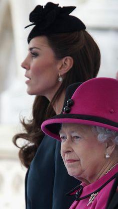 Kate Middleton Photos - Kate Middleton and The Queen Tour Leicester - Zimbio