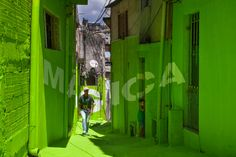 """Now in the narrow alleys of Vila Brasilandia winding through the hillside – called """"becos"""", for vehicles, and """"vielas"""" when they're narrow and stepped – real arteries of community life in this  spontaneous settlement with poor quality housing, another two concepts have been added: """"Poesía"""" and """"Mágica"""" (poetry and magic). Images: courtesy of Boa Mistura"""