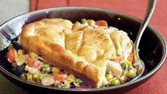 Serve your family with this chicken pot pie that's made using Green Giant® Valley Fresh Steamers® vegetables and Pillsbury® crescent dinner rolls - a tasty dinner. Chicken Recipes Video, Pie Recipes, Casserole Recipes, Cooking Recipes, Chicken Casserole, Recipies, Crescent Chicken, Vegetable Nutrition, Glass Baking Dish