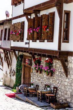 A house & hotel in Safranbolu - Karabuk, Turkey. Turkish Architecture, Cultural Architecture, Wonderful Places, Beautiful Places, Turkey Culture, Casas Country, Ancient City, Visit Turkey, Turkey Travel