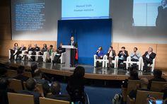 Manuel Valls, Premier ministre, a présenté le 3 mars 2015, devant le Conseil National des politiques de Lutte contre l'Exclusion la feuille de route 2015-2017 du plan pluriannuel contre la pauvreté et pour l'inclusion sociale