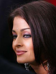 Photo of Aishwarya Rai Candid for fans of Aishwarya Rai 230574 Aishwarya Rai Images, Aishwarya Rai Photo, Actress Aishwarya Rai, Aishwarya Rai Bachchan, Bollywood Actress, World Most Beautiful Woman, Most Beautiful Indian Actress, Beautiful Actresses, White Strapless Dress