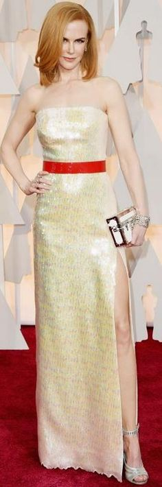 Who made Nicole Kidman's clutch handbag, yellow strapless gown, jewelry and shoes that she wore to the 2015 Oscars in Hollywood? Vestidos Oscar, Oscar Gowns, Oscar Dresses, Celebrity Look, Celebrity Dresses, Celeb Style, Celebrity News, Nicole Kidman Style, Oscar Fashion