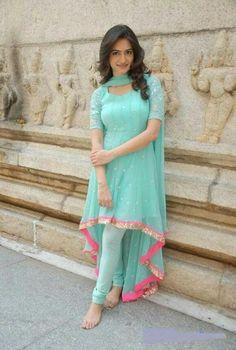 24 Ideas Wedding Guest Outfit Indian Blouses For 2019 Salwar Designs, Kurta Designs Women, Kurti Designs Party Wear, Dress Designs, Indian Wedding Guest Dress, Dress Indian Style, Indian Outfits, Punjabi Wedding, Party Wear Dresses