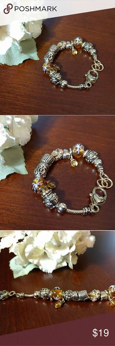 Gold Charm Bracelet Like new! Jewelry Bracelets