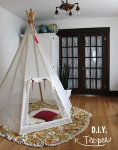 Make your own teepee tutorial. DIY Teepee on A Beautiful Mess Diy Teepee, Teepee Tent, Play Tents, Girls Teepee, Teepee Party, Diys, Diy Casa, Beautiful Mess, Play Houses