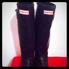 Hunter Wellington rain boots Matte black Gorgeous Hunter Wellington boots in Matte black. Awesome condition, barely worn. No PP no trades! Dog needs operation ASAP! Hunter Boots Shoes Winter & Rain Boots