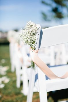 BABY´S BREATH aisle decoration (Floral Designer: Greenlion Weddings) - Braelyn & Rob - Lighthouse Wedding in Rhode Island captured by Erin McGinn - via Snippet & Ink