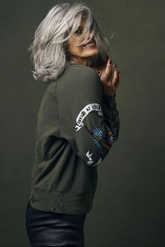 hair-beauty Why are women going gray earlier? - Grandpa Portal hair beauty Is Laminate Floorin Silver Haired Beauties, Silver White Hair, Grey Hair Inspiration, Long Gray Hair, Grey Hair Over 50, Ageless Beauty, Going Gray, Grunge Hair, Great Hair