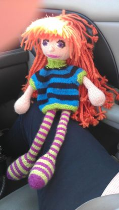 Knitted doll from pattern by Arne & Carlos knitted by Vonda. Norwegian Words, Arne And Carlos, Knitted Dolls, Tricks, Baby Car Seats, Knitting Patterns, Toys, Children, Crochet
