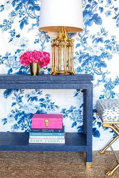 46 Affordable Blue And White Home Decor Ideas Best For Spring Time Home Modern, Chinoiserie Chic, White Home Decor, White Houses, Home Interior Design, Consoles, House Design, Inspiration, House Styles