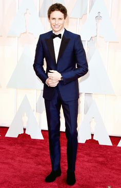 Eddie Redmayne The Best Actor winner modeled a metallic midnight blue Alexander McQueen suit, complete with black lapels at the Oscars 2015 (held in Hollywood on Sunday, Feb. 22).