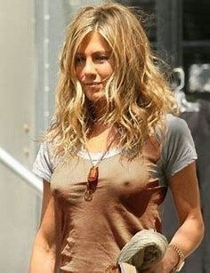SeeThrough naked photos of Jennifer Aniston. Jennifer Aniston is an American actress, producer, and businesswoman. Jennifer Aniston Style, Peinados Jennifer Aniston, Jennifer Aniston Pictures, Jennifer Lawrence, Jeniffer Aniston, John Aniston, Justin Theroux, Rachel Green, Hollywood
