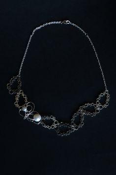 Abyss- Il nome del girocollo si ispira alla sua natura. E stato ideato e creato da me artigianalmente. E costituito da una catena ,7 elementi con