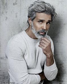 Male models over 50 reveal their experiences - grey hair Older Mens Hairstyles, Haircuts For Men, 1940s Hairstyles, Modern Haircuts, Prom Hairstyles, Updo Hairstyle, Hair And Beard Styles, Long Hair Styles, Beard Styles For Men Over 50