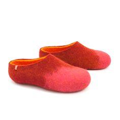 Wooppers AMIGOS pink darkred orange | wooppers | felted wool slippers #women #wool #clogs