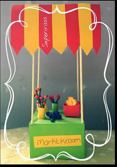 Thema markt -Marktkraam - supermarkt  TECHNIEK: bakje vouwen   kleuters -knutsel - markt - marktstal - marktkraam - bloemen - bloemenkraam - crêpepapier Preschool Arts And Crafts, Cool Kids, Projects To Try, Classroom, Origami, Fruit, Unicorns, Box, Kindergarten