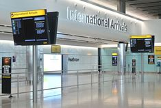 Can I travel to England? Everything you need to know about the country's quarantine program International Flights, Heathrow Airport, Travel News, Chef, Travel Essentials, Tourism, England, How To Plan, Prime Minister