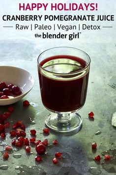 Healthy Recipes : Illustration Description This cleansing kale cranberry pomegranate juice comes from Ricki Heller. This juice is detoxifying with heart-healthy antioxidants and proanthocyanidins. And it tastes delicious! Organic Juice Cleanse, Juice Cleanse Recipes, Detox Diet Drinks, Natural Detox Drinks, Detox Juices, Different Fruits And Vegetables, Apple Cider Vinegar Detox, Veggie Juice, Lemon Diet